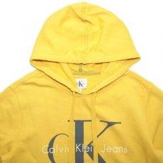 画像2: Calvin Klein Jeans(カルバンクライン ジーンズ) Classic Logo Pop Color Pullover Sweat Hoodie Yellow スウェット (2)