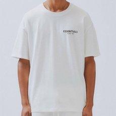 画像2: FOG Fear Of God ( エフオージー フィア オブ ゴッド ) Essentials Boxy Photo Series S/S logo Tee Short Sleeve T-Shirts Tシャツ エッセンシャルズ  (2)